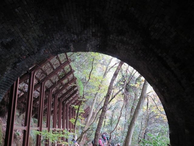 愛岐トンネル群3号トンネル出口にある古いレールのリユース柵