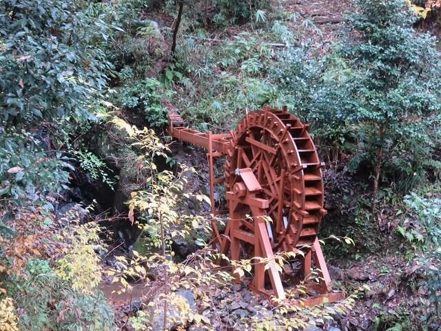 愛岐トンネル群の手作り水車