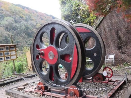 愛岐トンネル群に設置された蒸気機関車C57の動輪