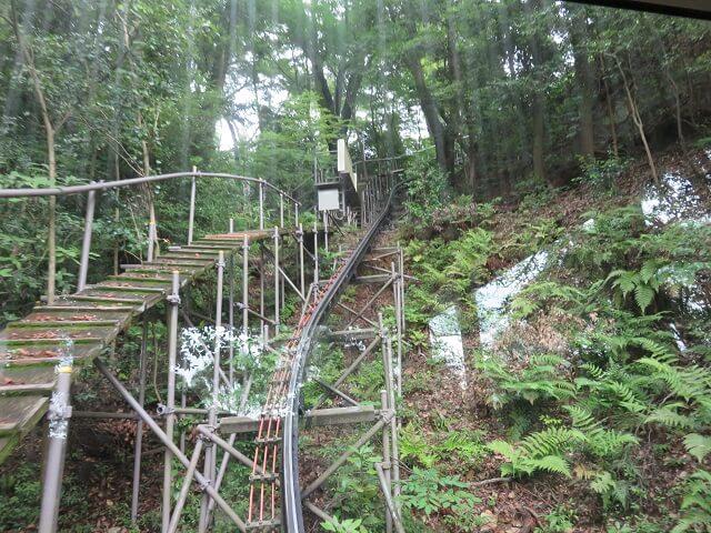 愛知県犬山市の寂光院のスロープカーの線路