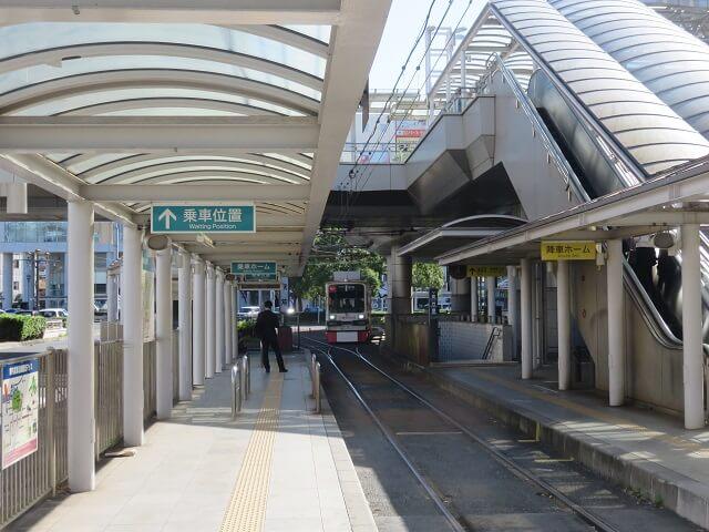 豊橋駅前の路面電車乗り場