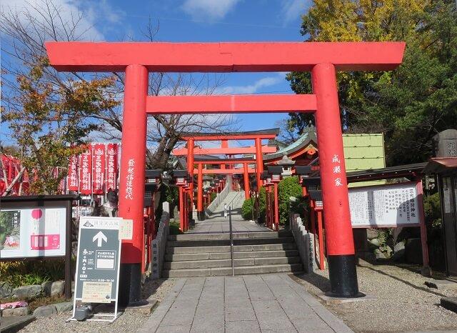 犬山市の三光稲荷神社の大鳥居前