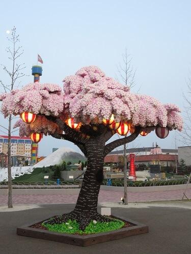 レゴランド名古屋にあるレゴブロックでできた桜の木
