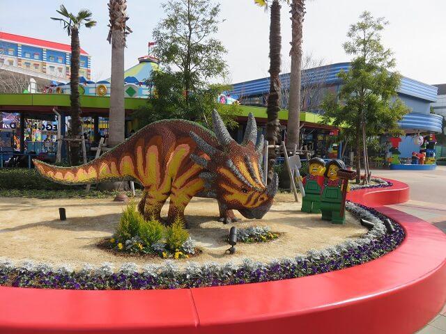 レゴランド名古屋の恐竜と飼育係