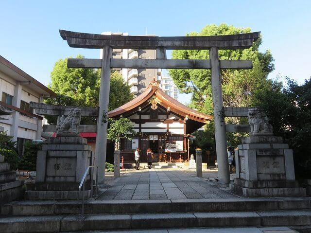 名古屋大須の三輪神社の三ツ鳥居