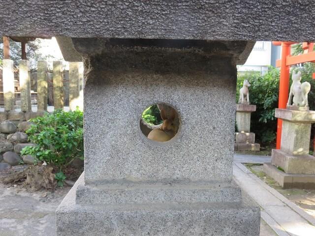 名古屋大須の三輪神社の境内に隠れているうさぎ