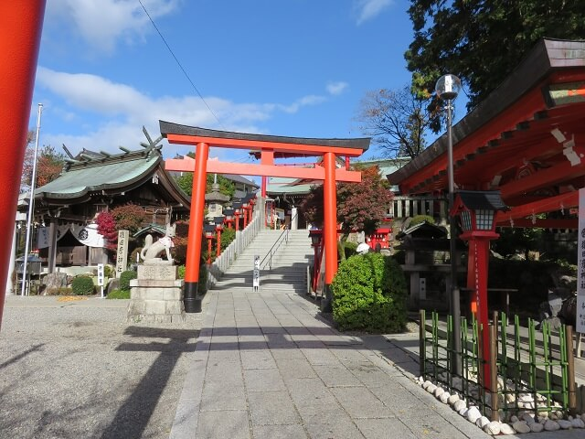 愛知県犬山市にある三光稲荷神社の参道