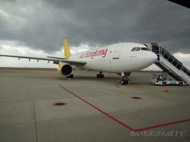 中部国際空港セントレア滑走路見学ツアー、目の前で見た貨物機