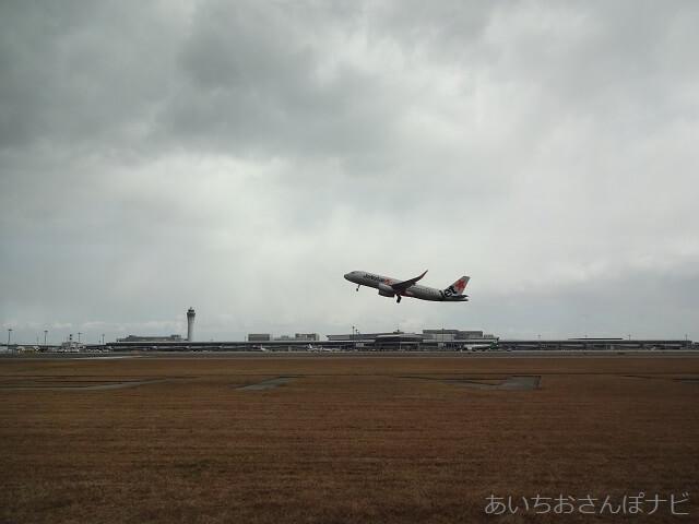 中部国際空港セントレア滑走路見学ツアー、離陸するジェットスター