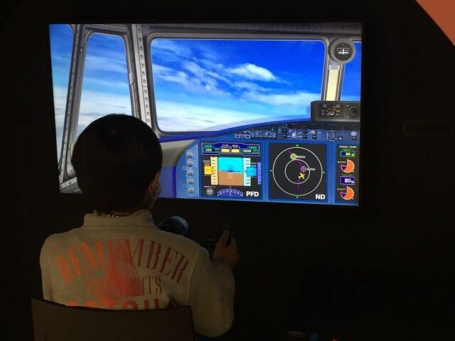 あいち航空ミュージアムのパイロット職業訓練の体験の飛行シュミレーター