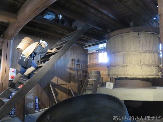 岡崎のカクキュー八丁味噌の郷の史料館、味噌作りの様子