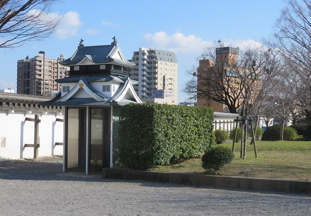 岡崎公園にあるお城の形をした公衆電話