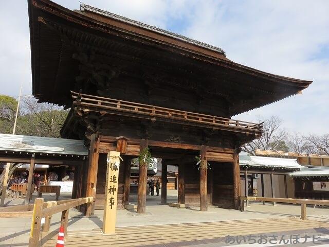 国府宮神社のはだか祭り前の山門