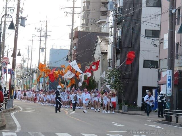 稲沢市国府宮神社のはだか祭りに参加するはだか男たち