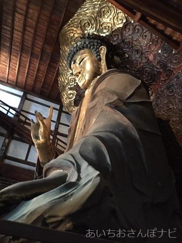 岐阜正法寺の横から見た大仏様