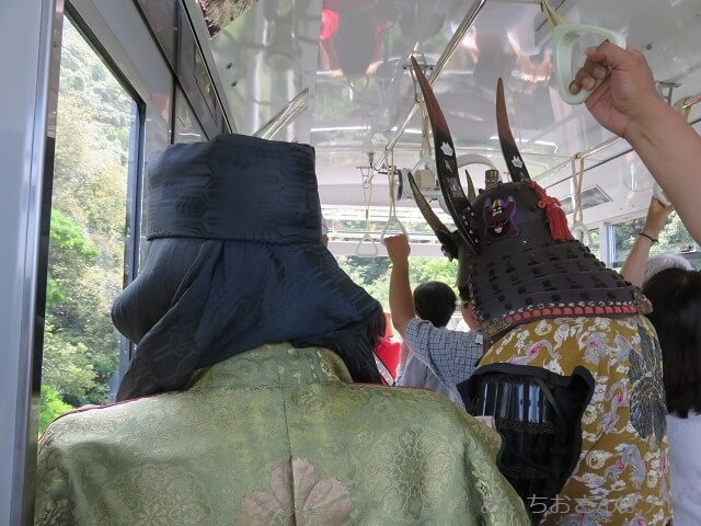 ロープウェイに乗って岐阜城へ出勤?する武将たち
