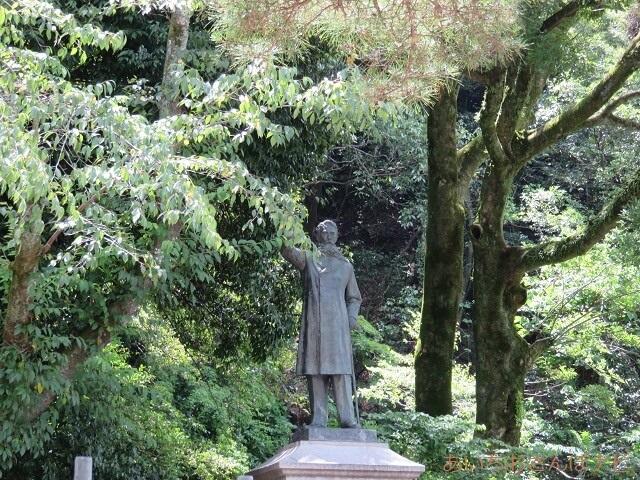 岐阜公園内の板垣退助像