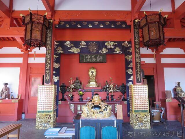 犬山先聖寺の法堂の中