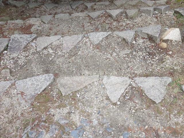 岐阜県恵那市岩村城跡の三角石の階段