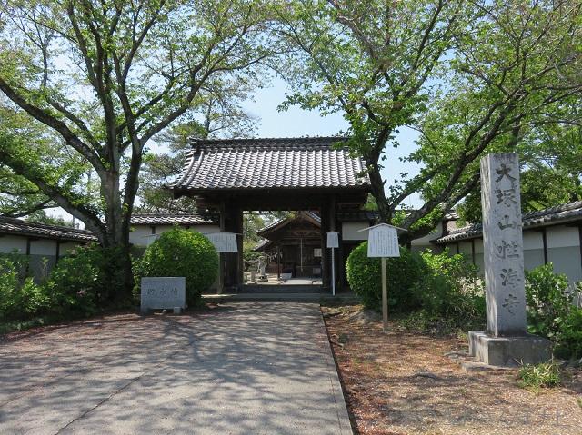 稲沢市大塚性海寺の山門
