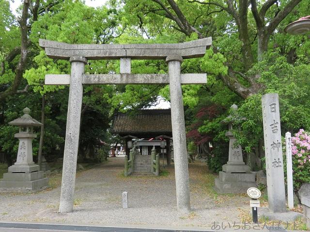 清須市にある日吉神社鳥居前