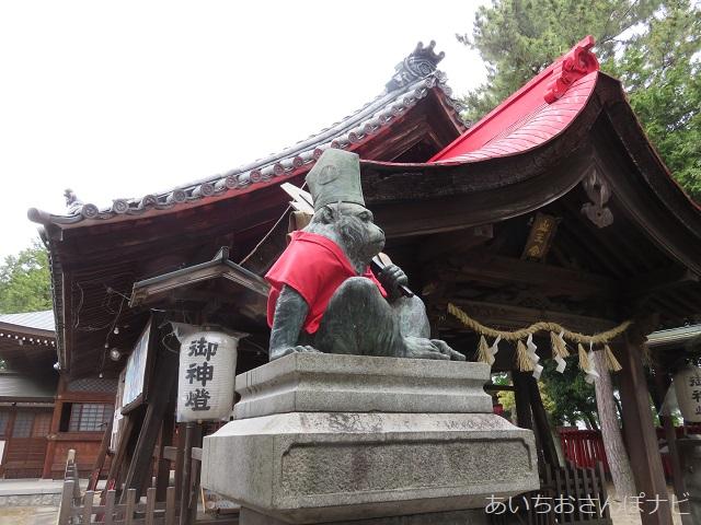清須市の日吉神社の拝殿前の猿