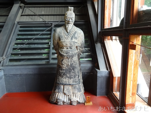 名古屋市西区小田井の善光寺別院願王寺の本堂に置かれた像