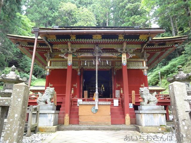 愛知県新城市鳳来寺山の東照宮拝殿