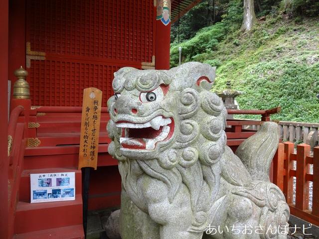愛知県新城市鳳来寺山の東照宮拝殿前の狛犬