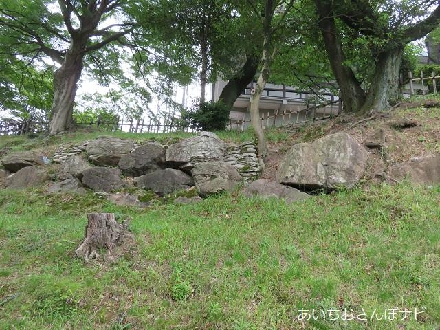 愛知県小牧山城の石垣