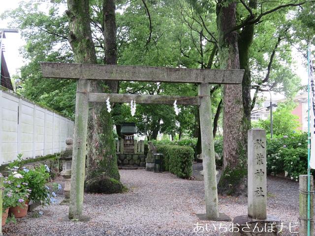 一宮市御裳(みも)神社境内にある秋葉神社