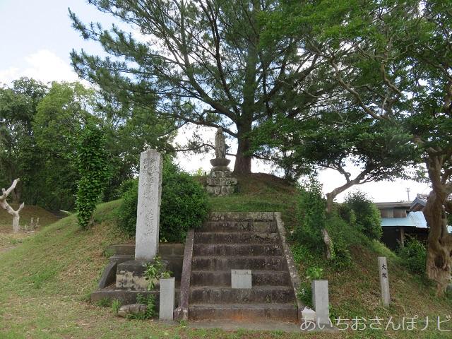 愛知県新城市の長篠設楽原の戦いの信玄塚(大塚)