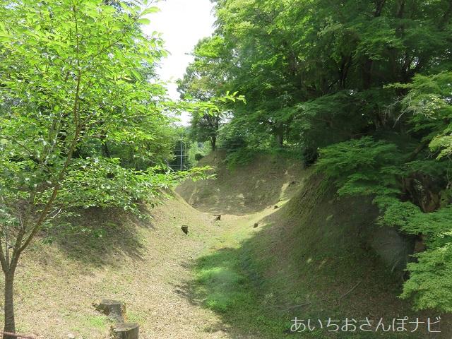 愛知県新城市にある長篠城址の土塁