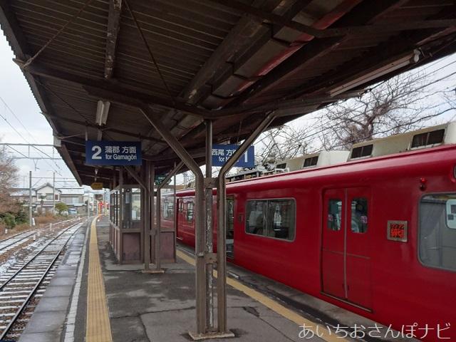 愛知県の名鉄駅ホーム