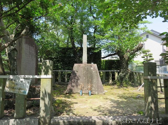 愛知県長久手市にある武蔵塚