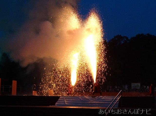 リトルワールドのナイトフェスティバルの手筒花火