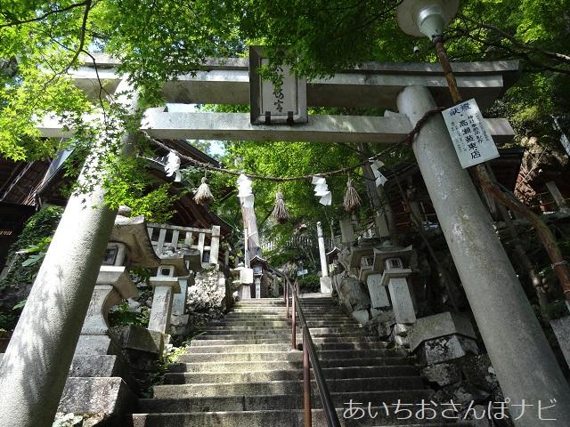 滋賀県太郎坊宮の表参道の階段