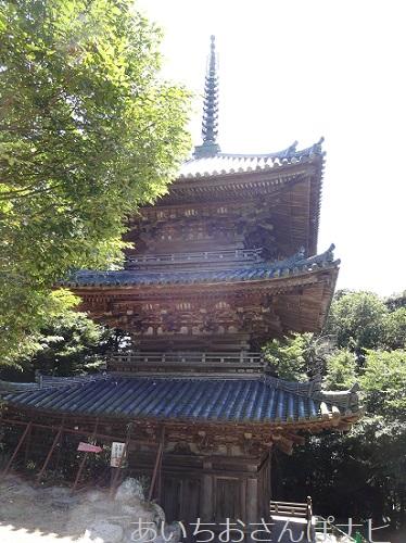 滋賀県近江八幡市の安土城跡にある三重塔