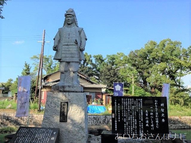 滋賀県大津市の坂本城址公園の光秀像