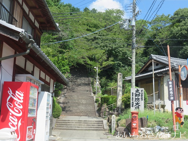滋賀県太郎坊宮の階段登り口