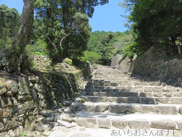 滋賀県近江八幡市の安土城跡の石階段