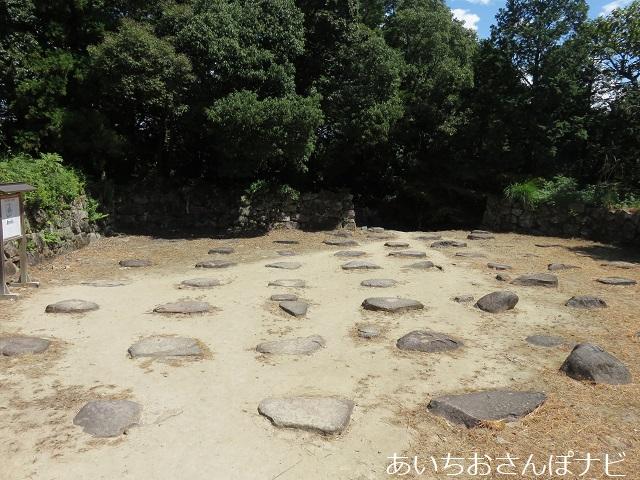 滋賀県近江八幡市の安土城跡の礎石