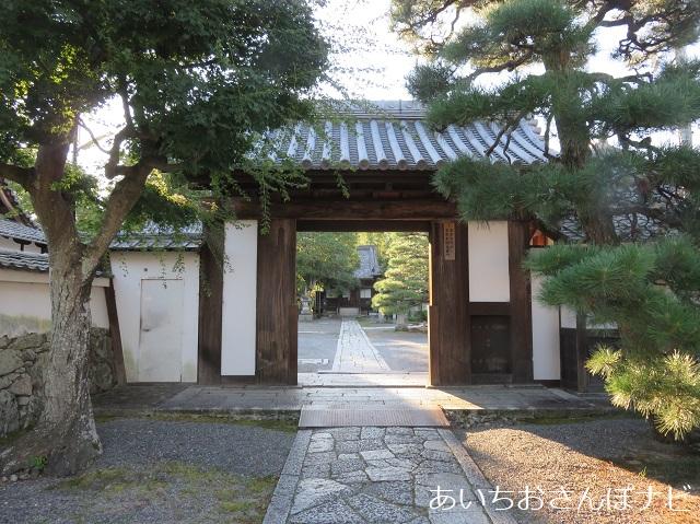 滋賀県大津市の聖衆来迎寺の表門