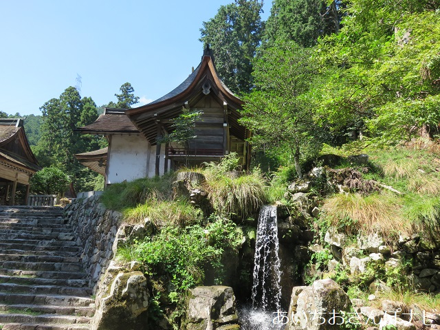 滋賀県大津市坂本にある日吉大社の境内を流れる水