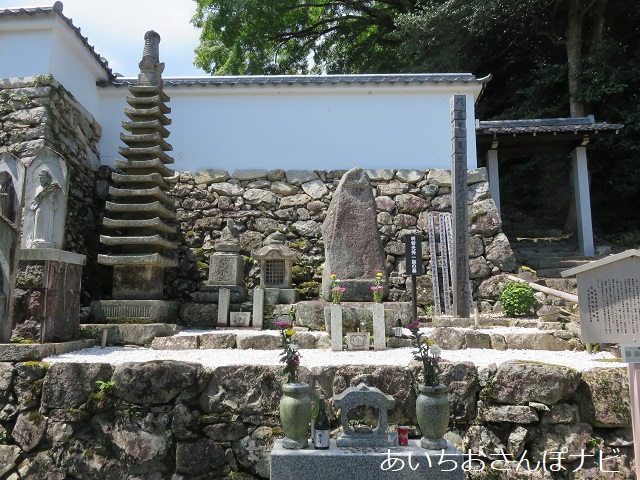 大津市坂本町の西教寺にある明智光秀一族の墓
