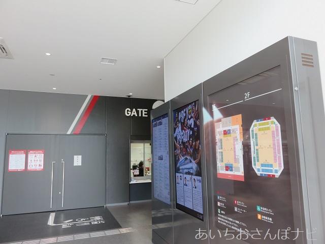 愛知県稲沢市の豊田合成記念体育館エントリオのゲート前