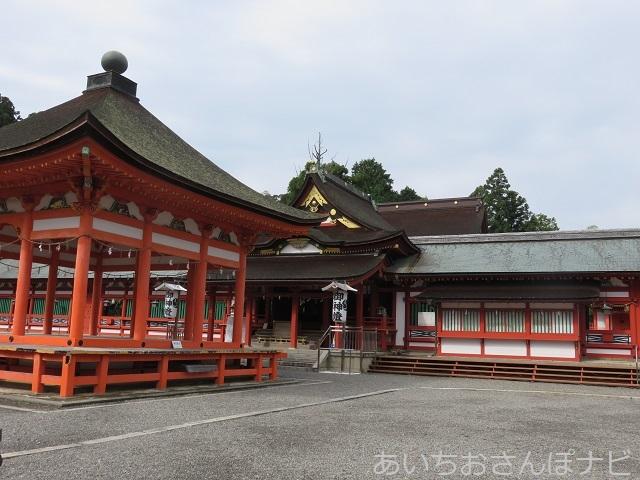 岐阜県垂井町にある南宮大社の高舞殿と拝殿
