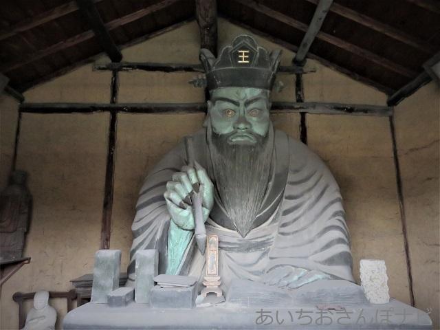 愛知県西尾市の閻魔堂内の閻魔さま