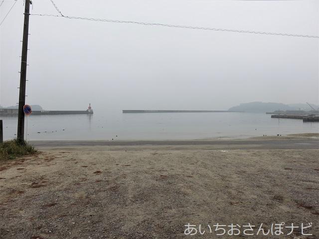 愛知県西尾市かぼちゃ寺の山門前の浜