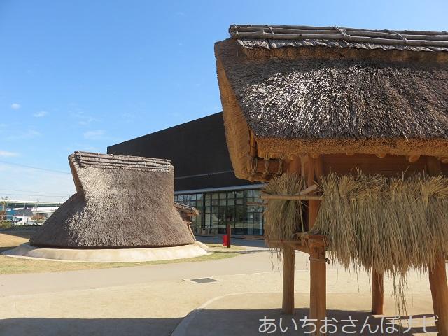 清須市のあいち朝日遺跡ミュージアムの高倉倉庫と竪穴住居